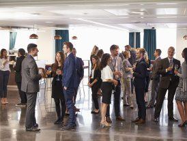 Como fazer networking ao viajar a negócios?